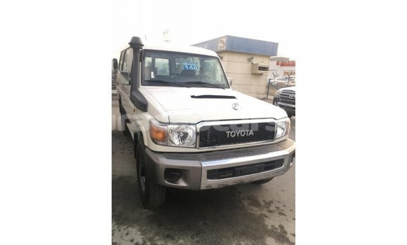 Buy Import Toyota Land Cruiser White Car in Import - Dubai in Curacao